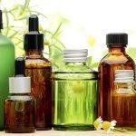 Co olejek roucou daje włosom i skórze głowy?